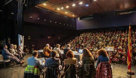 Els assistents a la jornada, en la presentació dels actes per part de les autoritats.