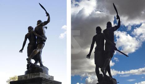 Falcata, cadenes i llança - Aquests són els tres elements que porten Indíbil i Mandoni, com mostra la fotografia de la dreta, però la llança va desaparèixer fa gairebé un any i encara no ha estat reposada per l'ajuntament. L'escultura sí que manté la falcata i les cadenes.