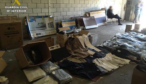 Vista del material intervingut per la Guàrdia Civil en l'operació.