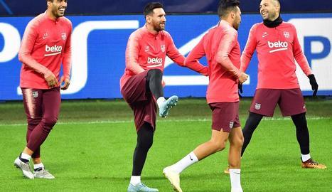 Messi es va entrenar amb la resta de la plantilla a Milà la vigília del partit contra l'Inter.
