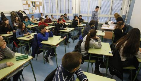 Imagen de archivo de alumnos de ESO en Lleida ciudad.