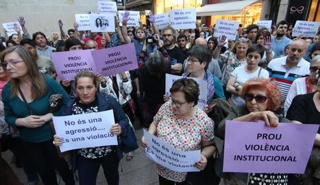 El judici es va celebrar ahir a l'Audiència i els dos acusats van ser defensats per Agustín Martínez Becerra, a l'esquerra de la imatge.