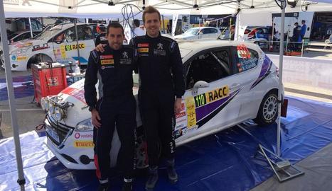 Abel Torrelles, dreta, al costat del seu copilot Xavi Carulla.