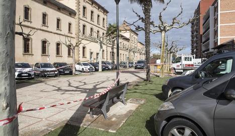 Aquesta setmana s'ha instal·lat gespa al passeig Jaume Balmes.