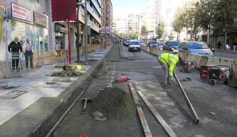Tram final de les obres del carril bici a l'avinguda Catalunya