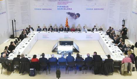 Una vista general de la reunió de la Taula de Treball permanent de Pirineus-Barcelona ahir a la seu de l'Inefc de la capital catalana.