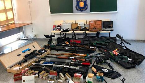 Imatge de l'arsenal que tenia el detingut per voler assassinar Pedro Sánchez.