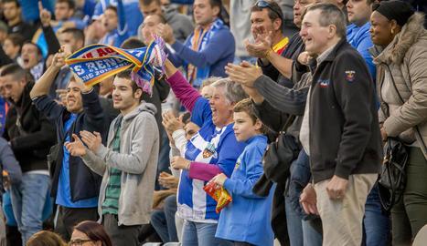 L'afició del Lleida va gaudir amb una nova victòria de l'equip, que segueix ferm en llocs de 'play-off'.