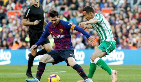 Joaquín s'abraça a Carvalho després d'anotar el segon gol.