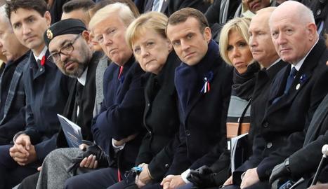 Macron, Merkel, Trump i altres líders en la cerimònia en record de l'armistici. El president dels EUA no va participar en el Fòrum per la Pau.