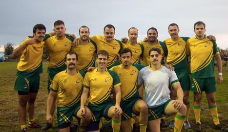 L'equip sènior masculí de l'Inef Lleida Rugbi amb els seus bigotis.