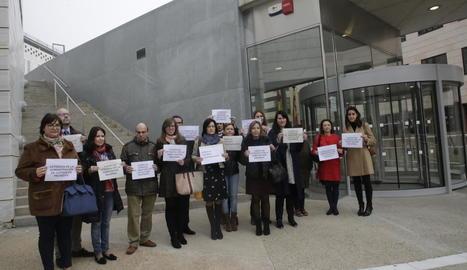 Concentració de lletrats de Justícia ahir davant del Canyeret.