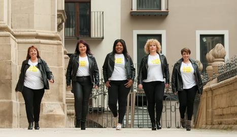 Inés Mena, Marta Mesegué, Nogay Ndiaye, Anna Rodríguez i Mariona Llinàs, amb el lema 'I am what I am' a les samarretes, es van convertir diumenge en models 'curvy'.