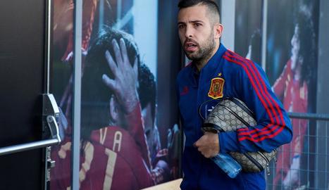 El blaugrana Jordi Alba, abans d'acudir a la roda de premsa de la selecció espanyola.