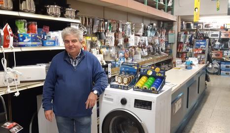 Josep Maria tiene una tienda de electrodomésticos en el Eix Comercial y ofrece sus productos a través de una página web que comparte con otros establecimientos.