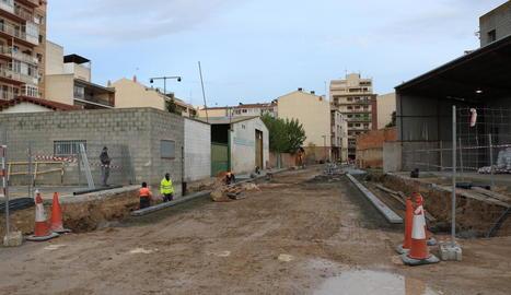 Sortida a l'avinguda del Canal - Les obres a la travessia Domènec Cardenal permetran obrir la via cap a l'avinguda del Canal. El tram de sortida és propietat d'Acudam i el projecte contempla la demolició dels murs per obrir el pas. Encara  ...