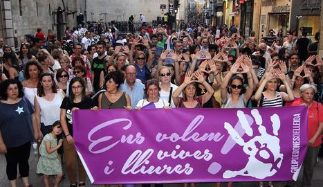 Protesta contra la violència cap a les dones a Lleida.