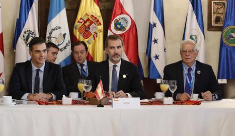 Sánchez i Felip VI, ahir, a la Cimera Iberoamericana a Antigua.
