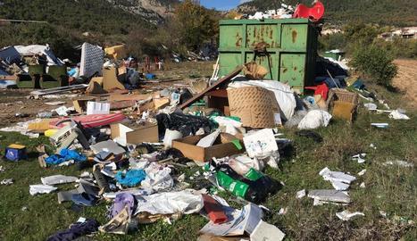 Imatge de l'estat del punt de recollida de residus voluminosos de Peramola.