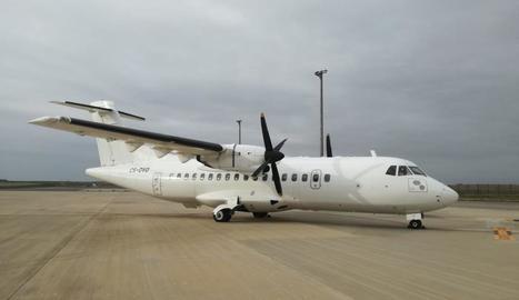 El primer avió de la companyia portuguesa ahir a Alguaire.