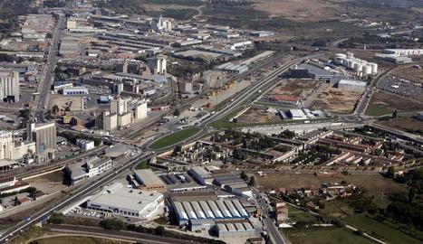 Imatge aèria d'una àrea industrial de Lleida.