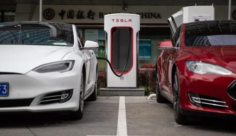 La llei obligarà a instal·lar punts de recàrrega en gasolineres.