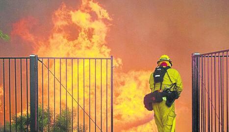 El foc arrasa el nord de Califòrnia des de fa una setmana.