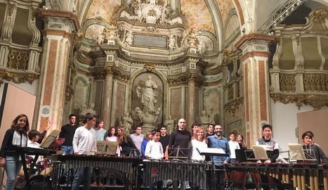 Foto de família dels participants del concert conjunt.