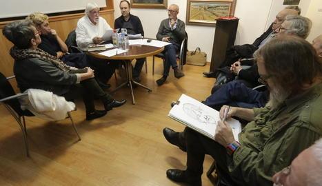 El Cercle de Belles Arts va acollir ahir la taula redona dedicada a Josep Guinovart.