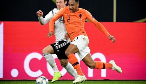 Una acció del partit d'ahir a la nit entre Alemanya i Holanda.