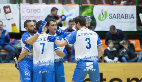 Jugadors del Llista celebren un gol davant de l'Igualada.