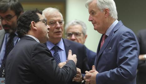 Borrell, al centre, a la reunió d'ahir a Brussel·les.