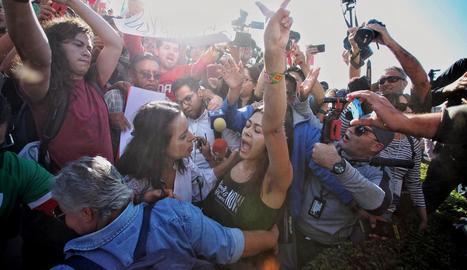 Un moment de la protesta contra la caravana d'immigrants.