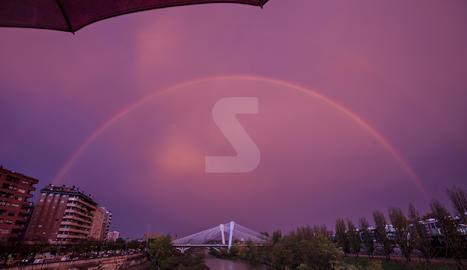 VÍDEO. La pluja dibuixa un cel espectacular a Lleida