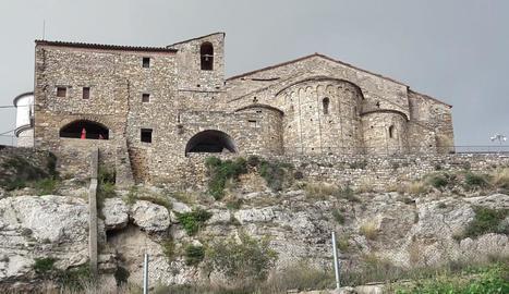 Imatge de la rectoria i l'església de Santa Maria de Llimiana, al Pallars Jussà.