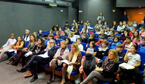 L'alcalde Fèlix Larrosa va presidir ahir la constitució del plenari de la infantesa a la sala Jaume Magre.