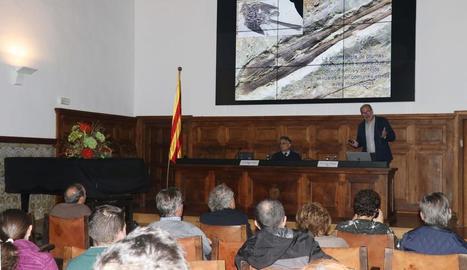 Conferència ahir del paleontòleg Luis María Chiappe a l'IEI.