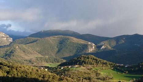 Vista àeria de Montant de Tost, nucli de Ribera d'Urgellet.