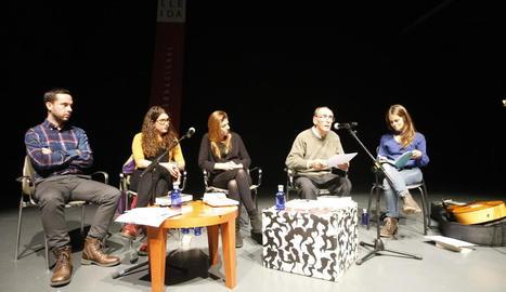 Debat a l'Escorxador amb Gonzalo Hermo, Maria Isern, Miriam Reyes, Jordi Pàmias i Meritxell Gené.