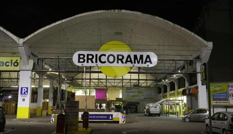 Bricorama està ubicat als antics tallers Rocafort.