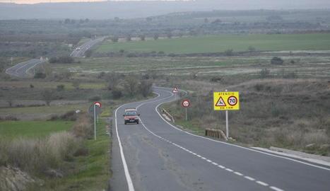 Imatge de la carretera d'Artesa de Lleida a Aspa.