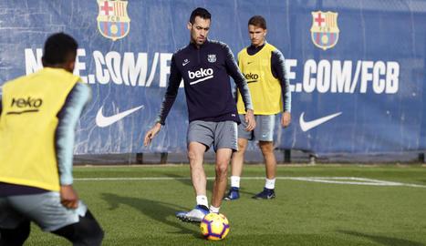 Sergio Busquets, durant l'entrenament d'ahir a la Ciutat Esportiva.