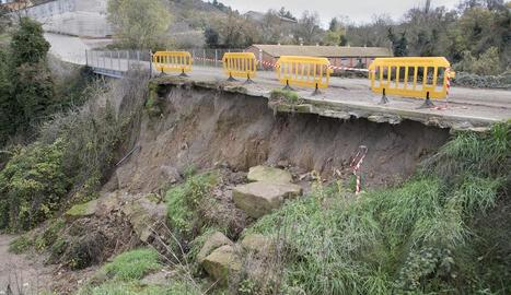 Al nucli de Castellnou l'avinguda del Sió va obligar aquesta setmana a fer actuacions d'urgència.