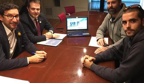Gerard Figueras, segon per l'esquerra, ahir durant una de les reunions amb entitats lleidatanes.