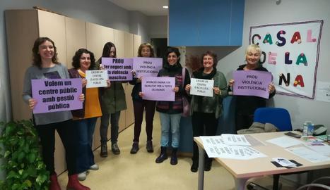 El grup Dones de Lleida ocupa el Casal de la Dona per reclamar un centre d'acollida per a dones maltractades