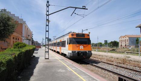 Un tren a l'estació de Mollerussa.