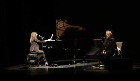 Pere Rovira i la seua filla Emília, durant l'espectacle 'Amor i ràbia' al Teatre de l'Escorxador.