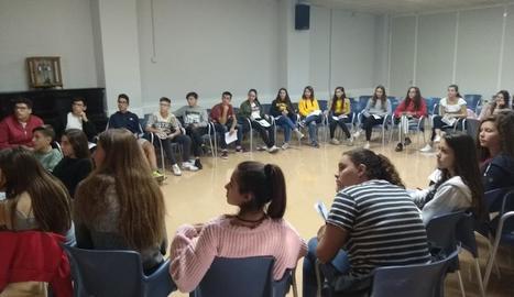 Els joves de quart d'ESO que formen part de la cooperativa en una de les primeres reunions.