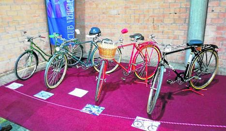 Una de les novetats d'enguany és una exposició de bicicletes antigues entre les quals destaca una de la Guàrdia Civil.