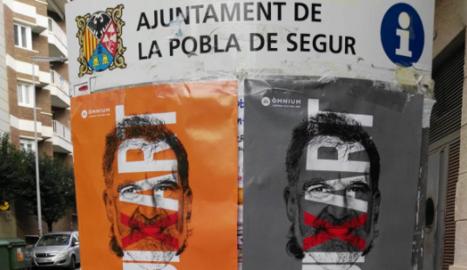 Cartells per la llibertat de Cuixart, ahir, a la Pobla de Segur.